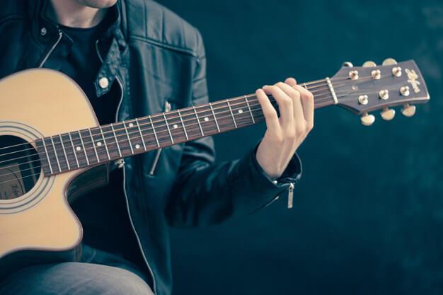 معرفی بهترین مارک گیتار کلاسیک و الکتریک برای شروع یادگیری