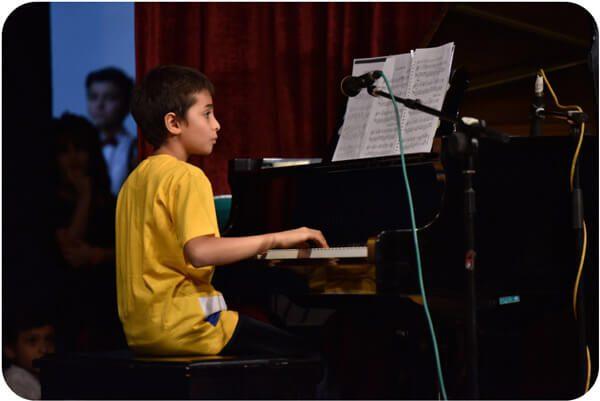 کلاس آموزش پیانو در آمورشگاه موسیقی منظومه