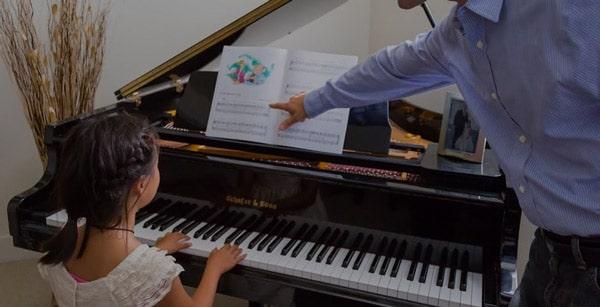 آموزش پیانو در آموزشگاه موسیقی مهرورزان